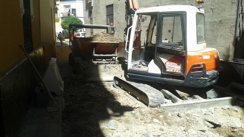 Excavaciones medida movimientos de tierra derribos y for Piscina alcala de guadaira
